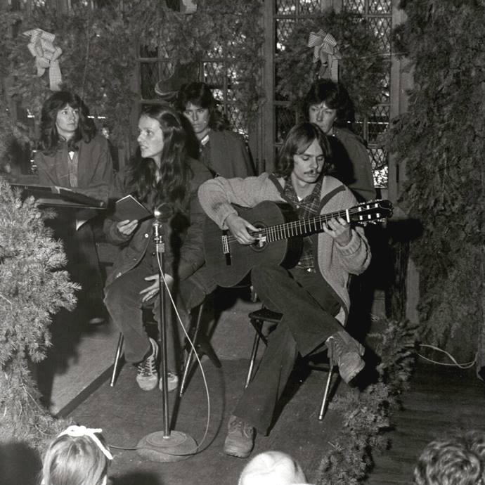 singing at yule log 1977